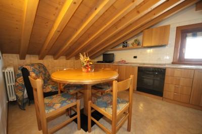 Chalet camoscio bilocale 2 3 pax mansarda livigno chalet camoscio appartamenti livigno - Cucine in mansarda ...